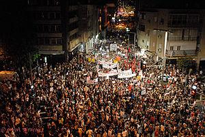 300px-Israel_Housing_Protests_Tel_Aviv_August_6_2011b